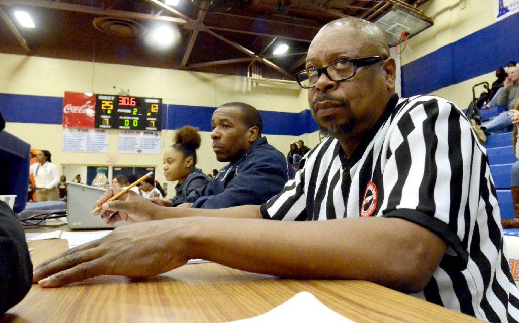 Cách tổ chức một trận đấu bóng rổ 3